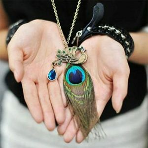 Jewelry - Jeweled Vintage Look Peacock Feather Necklace